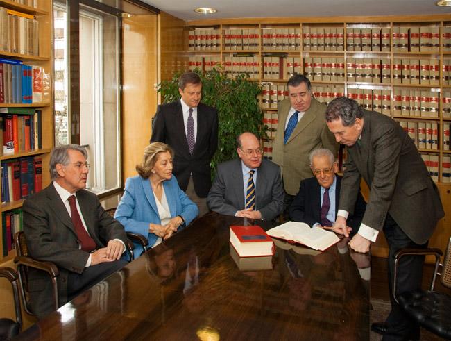 Despacho de abogados garc a de enterr a or gen y - Fotos despachos abogados ...